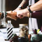 5 lucruri pe care oamenii inteligenti nu le dezvaluie la locul de munca